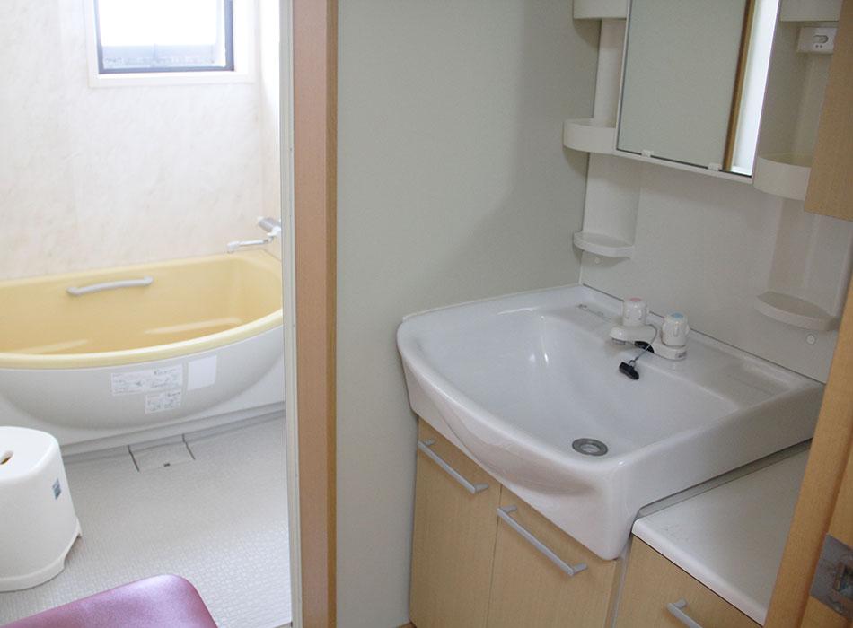 《グループホーム桜ヶ丘》洗面所